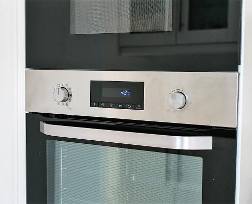Villa Marie Die Küche mit Mikrowelle und Backofen