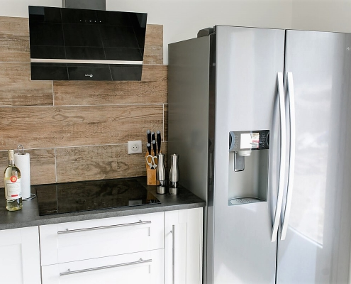 Villa Marie Die Küche mit Induktionsherd, dem großen Kühlschrank