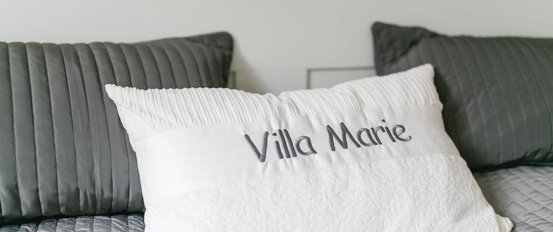 Villa Marie Ferienhaus Provence Schlafzimmer 1 Detail Kissen