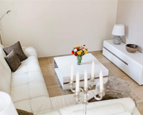 Villa Marie Lounge-Sofa mit Couchtisch und Sideboard